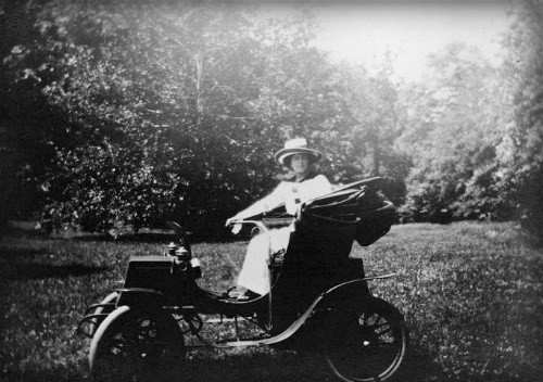 Victorian Era Electric Car, First Driven by Woman in Washington D.C., 1904. Image: Library of Congress